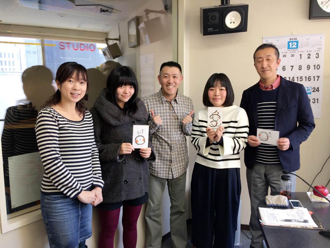 旭川商業高校の松村順先生と情報処理科2年生の小川桃さん
