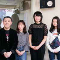 グランプリを受賞した鷹栖高校の稲井佳音さんと、準グランプリを受賞した旭川商業高校の外崎愛海さん